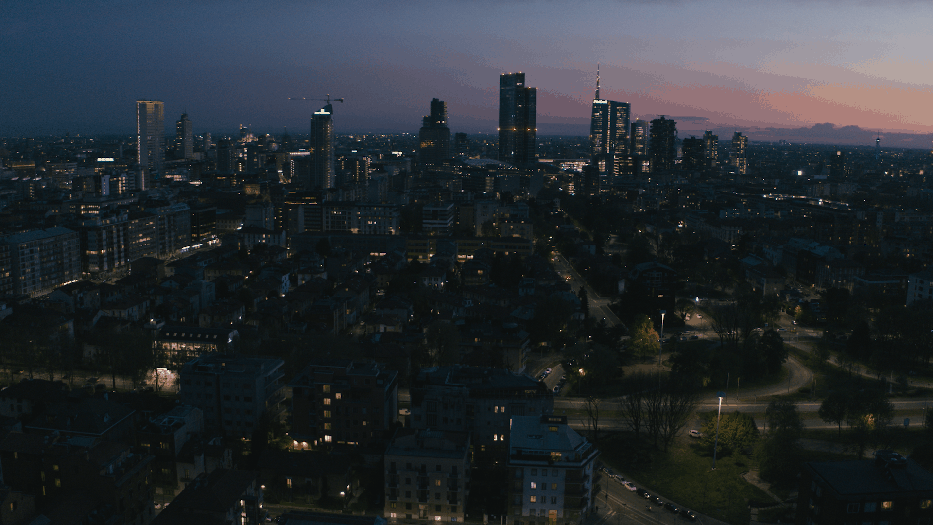 TORRE MILANO ・La città ti porta in alto